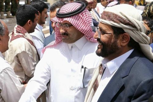 وجه رسائل سياسية للجنوبيين..  سفير السعودية يقول إن بلاده غير ملزمة بتوفير الخدمات لعدن