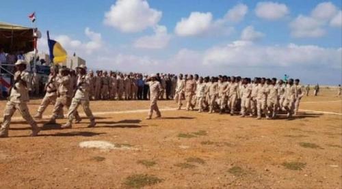"""احتفالًا بعيد الاستقلال..  """"اللواء الأول مشاة بحري"""" يقدم عرضًا عسكريًا في سقطرى"""