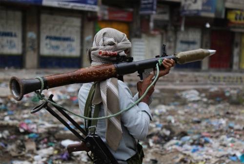 """""""الاستعداد لعملية عسكرية""""..  تقرير: حلفاء """"هادي"""" يدفعون بتعزيزات عسكرية صوب شقرة بأبين"""